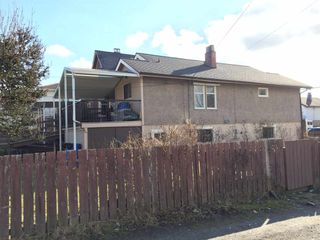 Photo 3: 727 E 26 Avenue in Vancouver: Fraser VE House for sale (Vancouver East)  : MLS®# R2143519