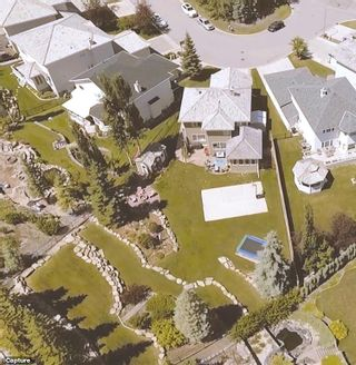 Photo 2: EDGEBROOK GV NW in Calgary: Edgemont House for sale