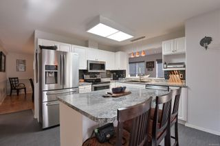 Photo 1: 2765 Bradford Dr in : CR Willow Point House for sale (Campbell River)  : MLS®# 859902