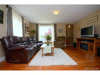 Photo 4: 554 Sumas St in VICTORIA: Vi Burnside House for sale (Victoria)  : MLS®# 703176