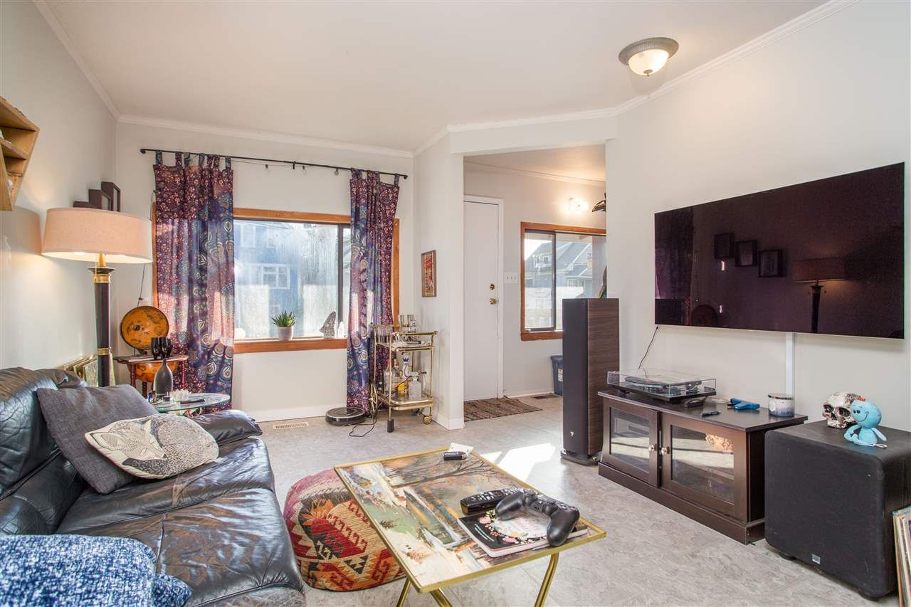 Photo 2: Photos: 369 E 34TH Avenue in Vancouver: Main House for sale (Vancouver East)  : MLS®# R2436463