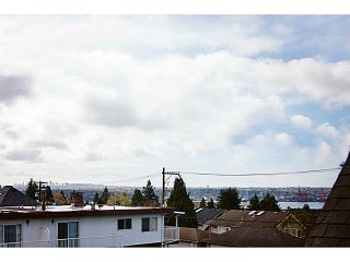 """Photo 4: 657 ST ANDREWS Avenue in North Vancouver: Lower Lonsdale Townhouse for sale in """"CHARLTON COURT"""" : MLS®# V1066090"""