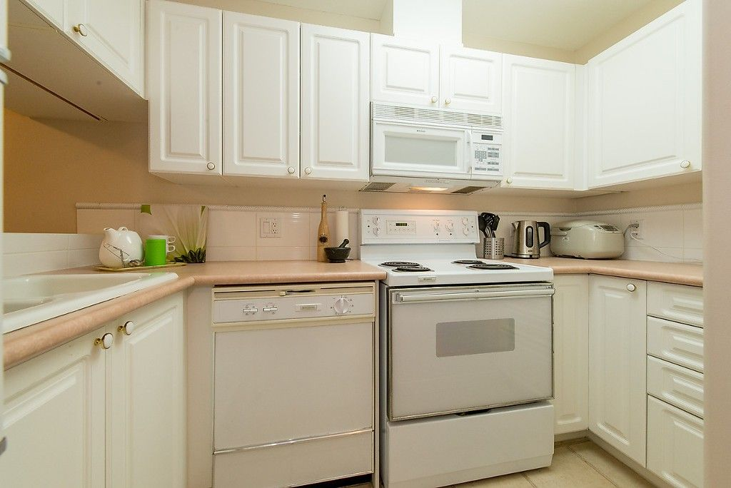 """Photo 18: Photos: 109 5788 VINE Street in Vancouver: Kerrisdale Condo for sale in """"THE VINEYARD"""" (Vancouver West)  : MLS®# V1095219"""