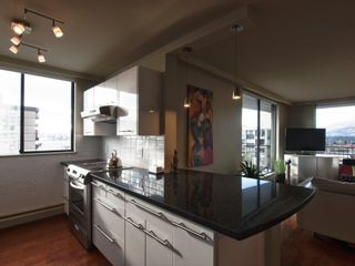 """Photo 14: 602 540 LONSDALE Avenue in North Vancouver: Lower Lonsdale Condo for sale in """"GROSVENOR"""" : MLS®# V864237"""