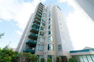 Photo 1: 102 410 CARNARVON STREET in New Westminster: Downtown NW Condo for sale : MLS®# R2307736