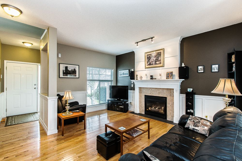 Main Photo: 9 8675 209th Steet in THE SYCAMORES: Walnut Grove House for sale ()