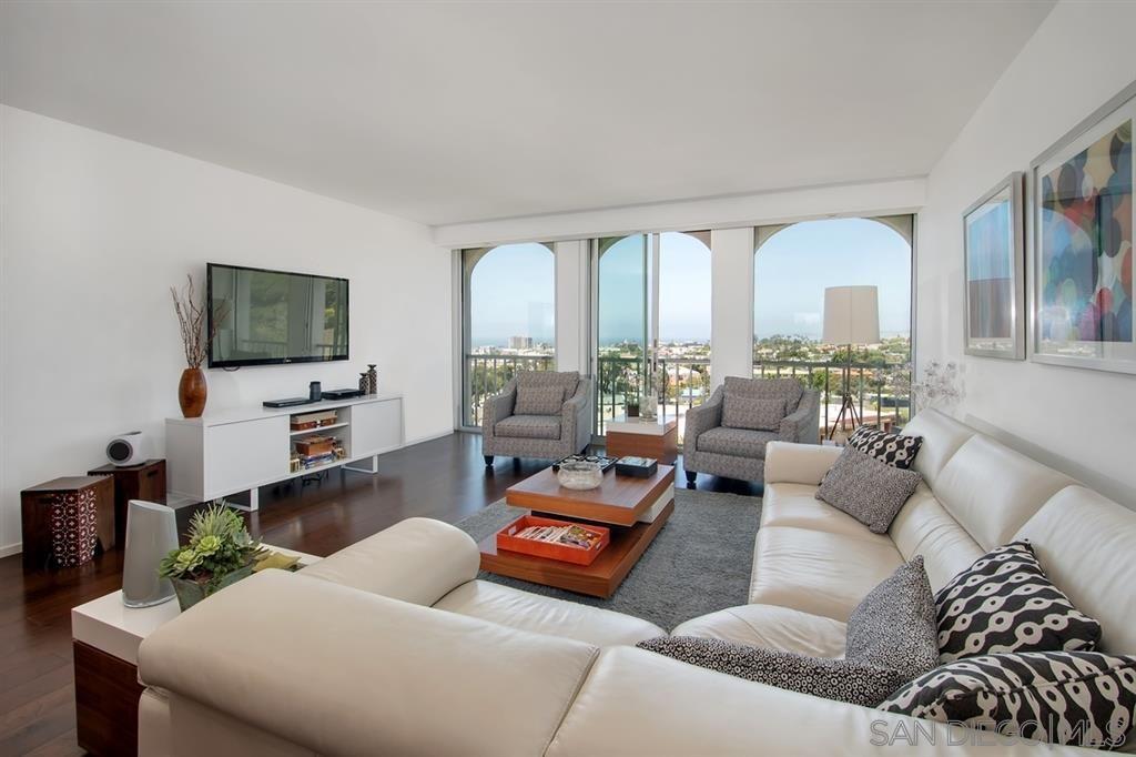 Main Photo: LA JOLLA Condo for sale : 3 bedrooms : 1001 Genter Street #5D