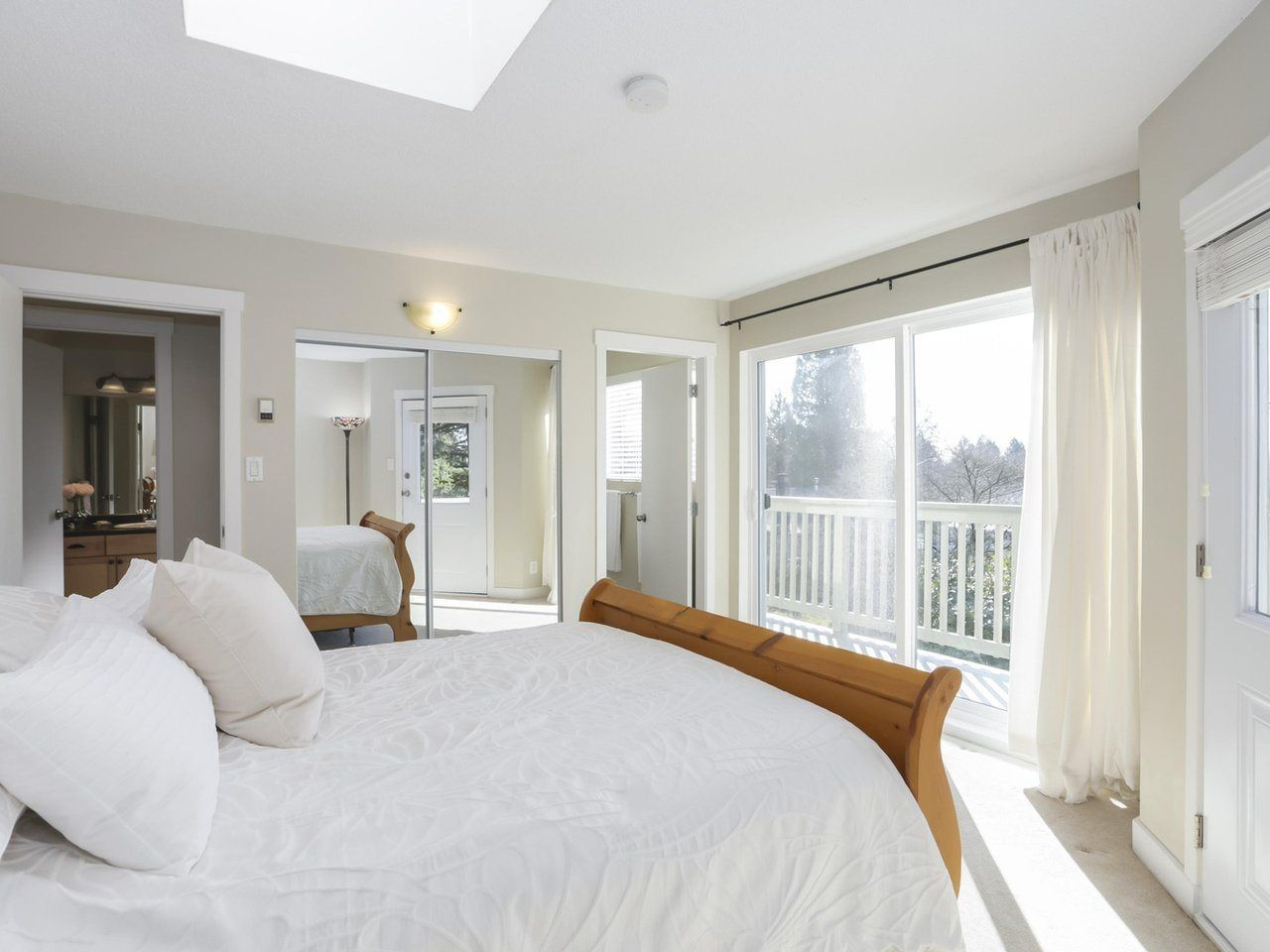 Photo 10: Photos: 325 W KINGS Road in North Vancouver: Upper Lonsdale House for sale : MLS®# R2443642