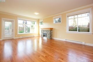 Photo 4: 17 1880 Laval Ave in VICTORIA: SE Gordon Head Row/Townhouse for sale (Saanich East)  : MLS®# 826384