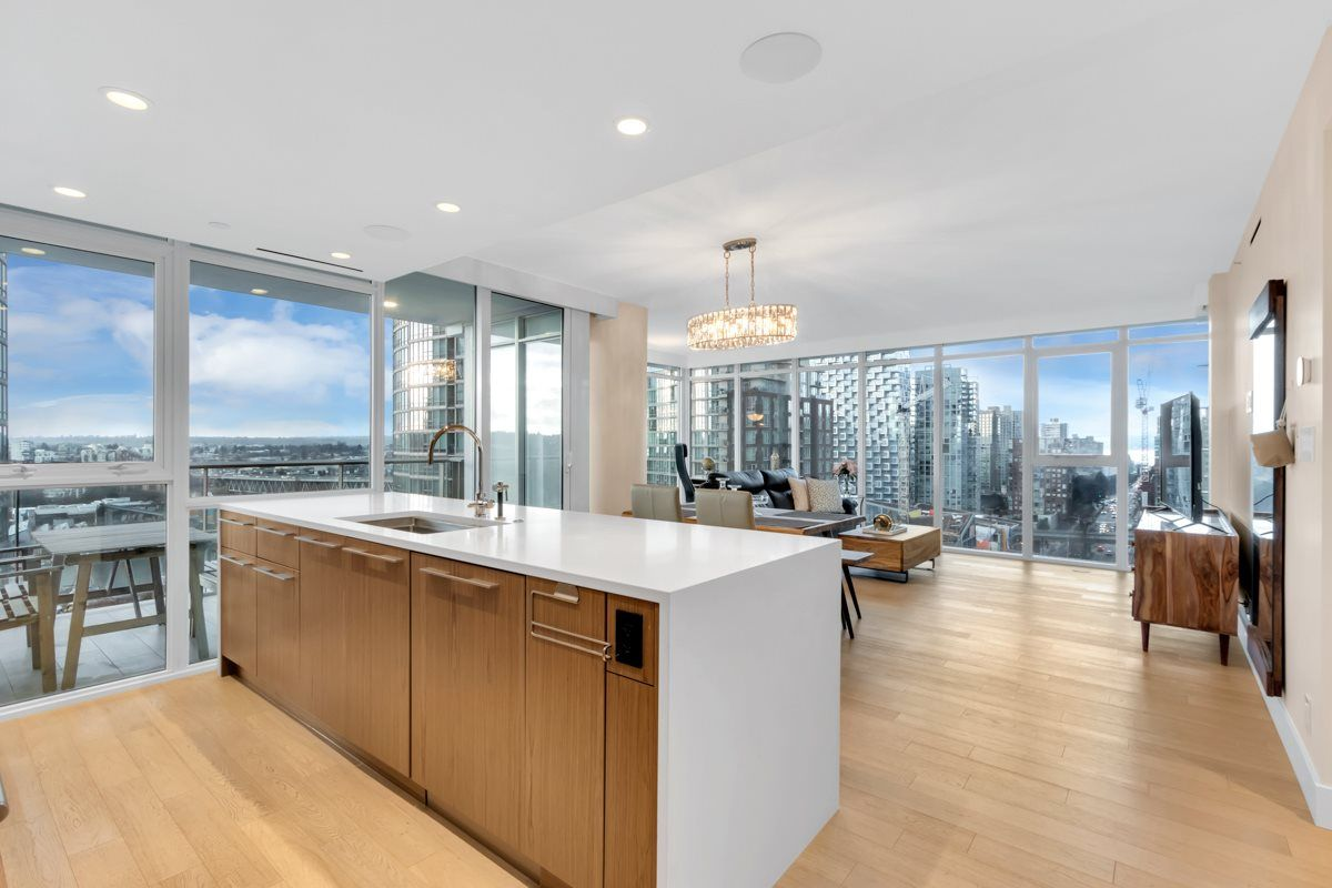 "Main Photo: 2001 499 PACIFIC Street in Vancouver: Yaletown Condo for sale in ""The Charleson"" (Vancouver West)  : MLS®# R2456013"