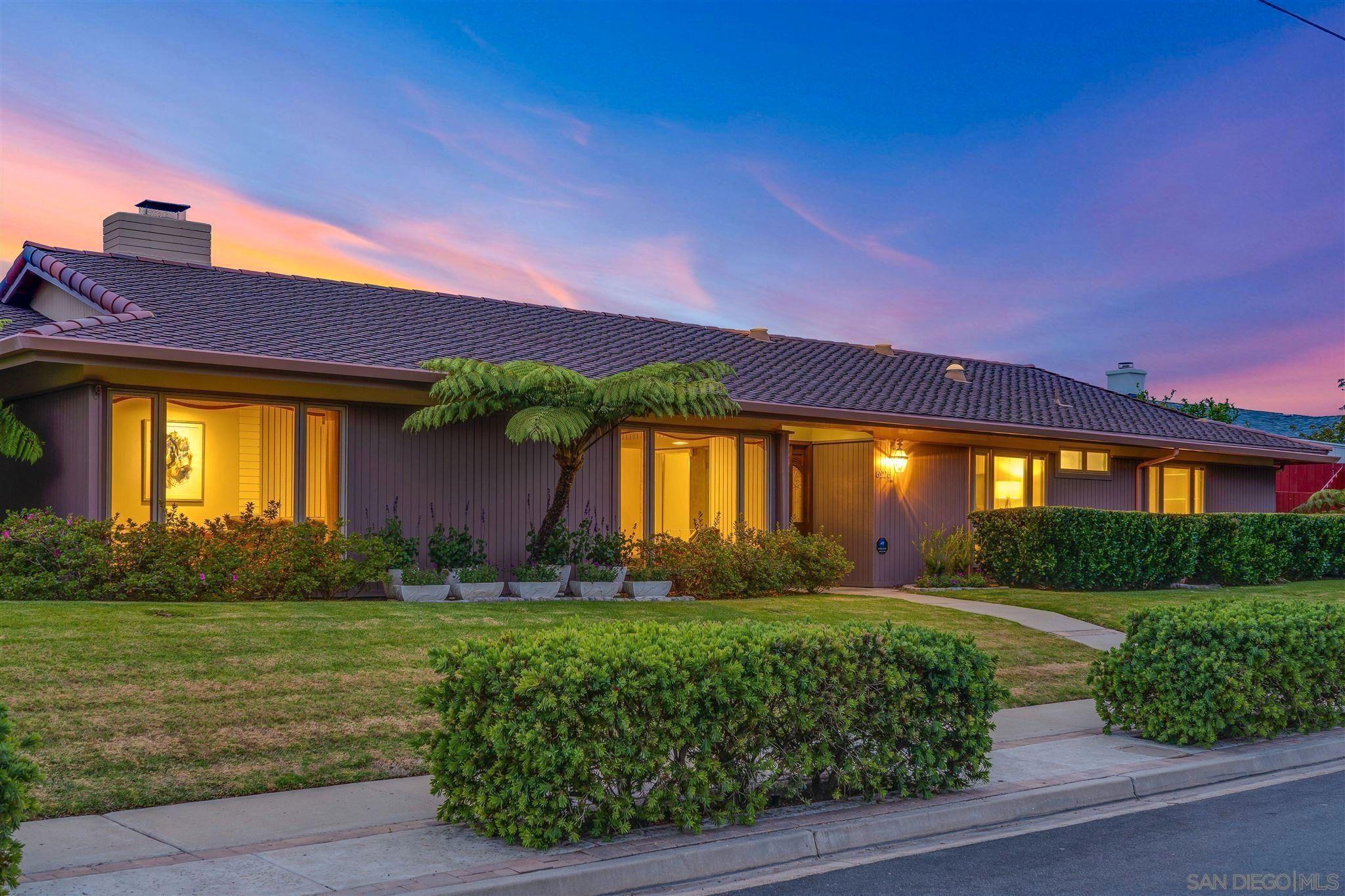 Main Photo: LA JOLLA House for sale : 4 bedrooms : 6226 Castejon Drive
