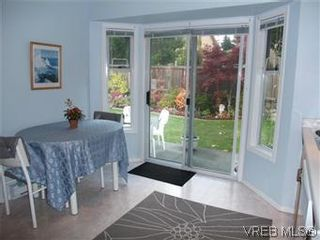 Photo 10: 14 2560 Wilcox Terr in VICTORIA: CS Tanner Row/Townhouse for sale (Central Saanich)  : MLS®# 588799
