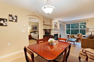 """Photo 4: 205 960 LYNN VALLEY Road in North Vancouver: Lynn Valley Condo for sale in """"Balmoral House"""" : MLS®# R2502603"""