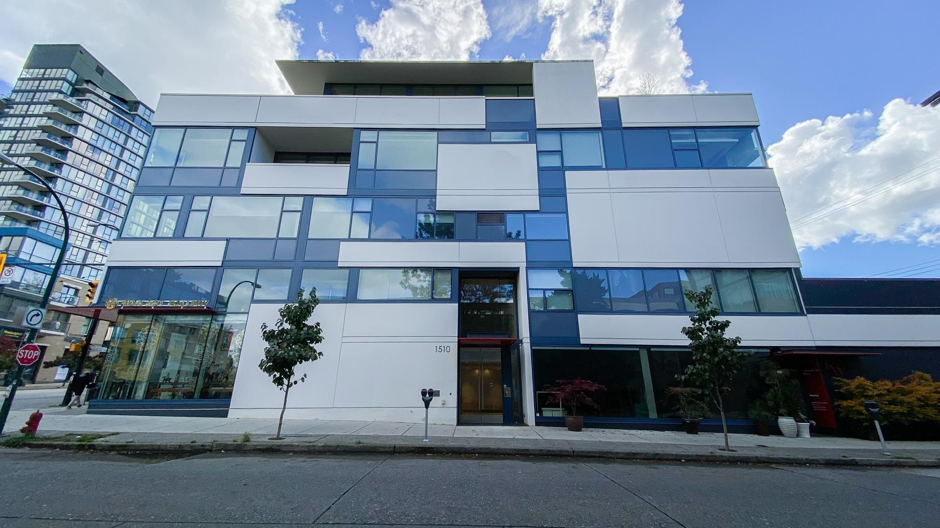 """Main Photo: 201 1510 W 6TH Avenue in Vancouver: Fairview VW Condo for sale in """"THE ZONDA"""" (Vancouver West)  : MLS®# R2624993"""