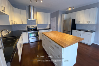 Photo 1: 9109 98 Ave in Edmonton: Townhouse for rent