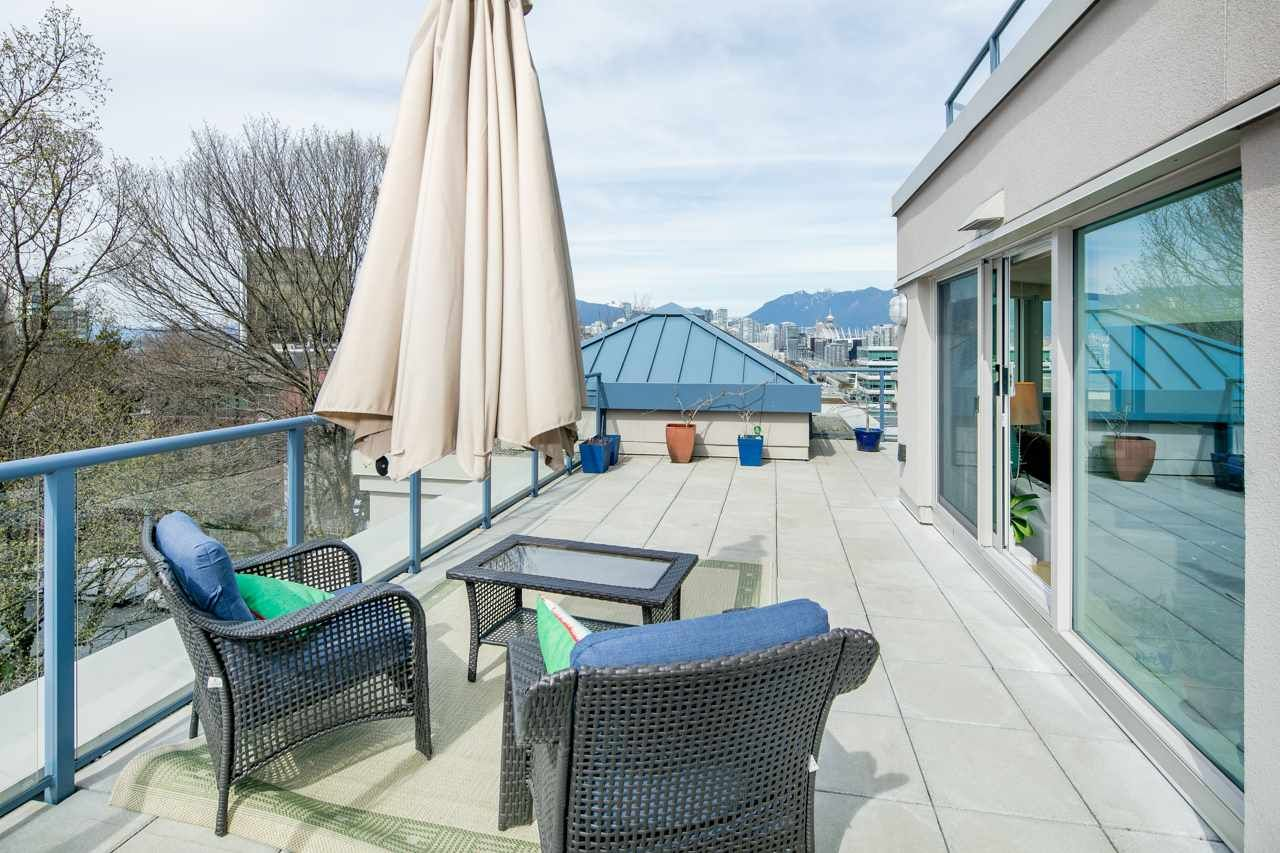 """Main Photo: 611 500 W 10TH Avenue in Vancouver: Fairview VW Condo for sale in """"Cambridge Court"""" (Vancouver West)  : MLS®# R2381638"""