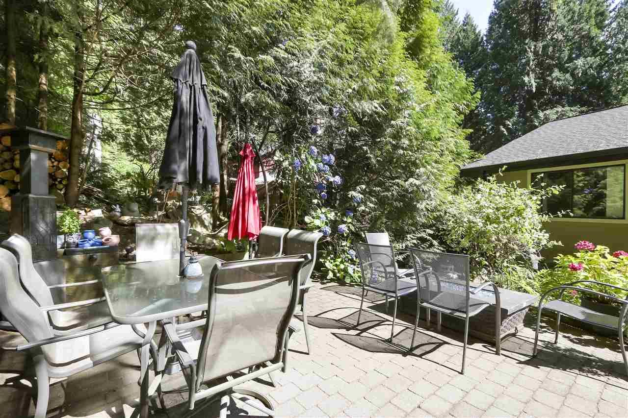"""Photo 18: Photos: 4727 MOUNTAIN Highway in North Vancouver: Lynn Valley House for sale in """"Upper Lynn"""" : MLS®# R2491401"""