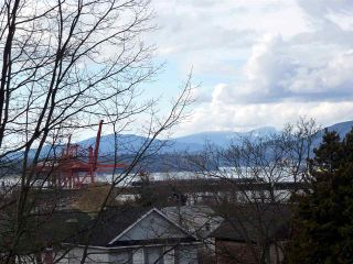 Photo 18: 2520 TRIUMPH Street in Vancouver: Hastings East House for sale (Vancouver East)  : MLS®# R2007829
