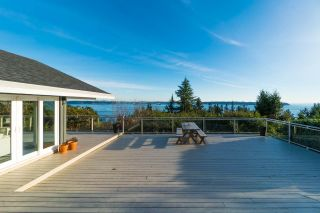 Photo 1: 4111 BURKEHILL Road in West Vancouver: Bayridge House for sale : MLS®# R2563402