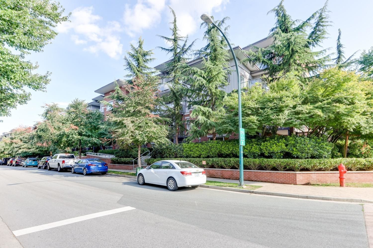 Main Photo: 306 2488 KELLY Avenue in Port Coquitlam: Central Pt Coquitlam Condo for sale : MLS®# R2612296