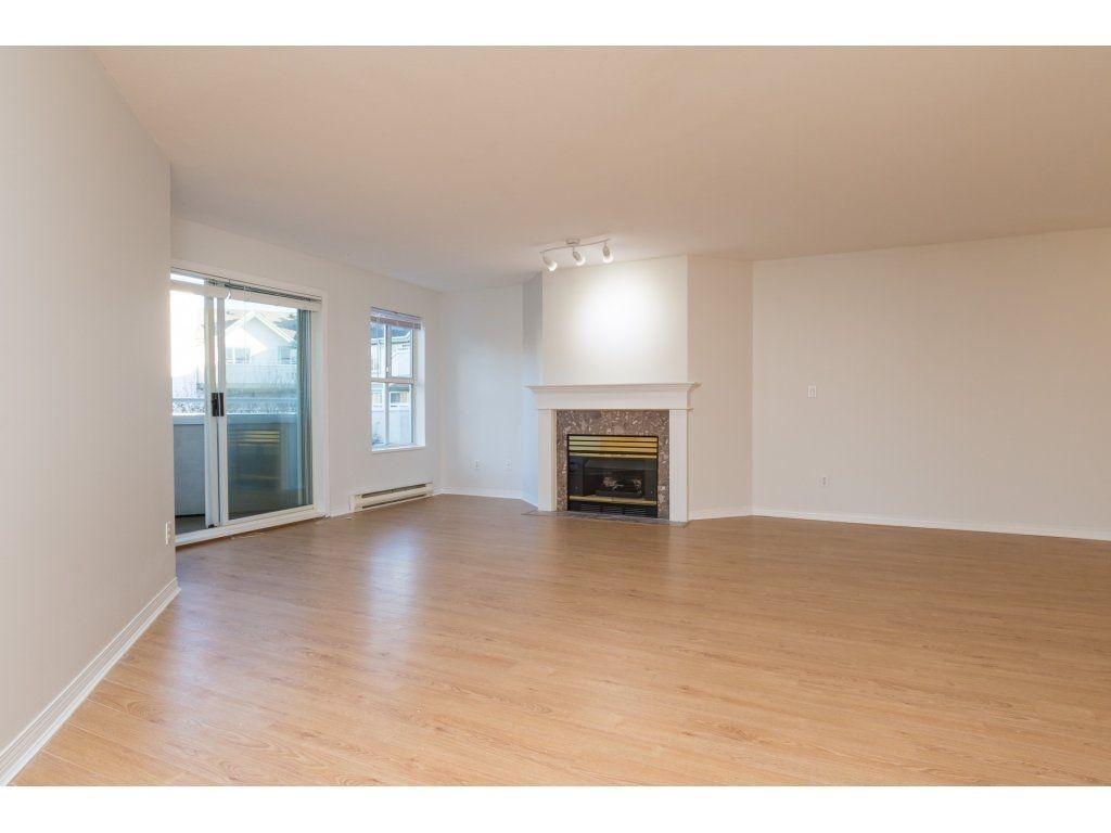 "Photo 3: Photos: 211 12633 72 Avenue in Surrey: West Newton Condo for sale in ""College Park"" : MLS®# R2226813"