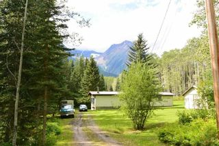 "Photo 1: 6793 KROEKER Road in Smithers: Smithers - Rural Manufactured Home for sale in ""Glacier View Estates"" (Smithers And Area (Zone 54))  : MLS®# R2495709"