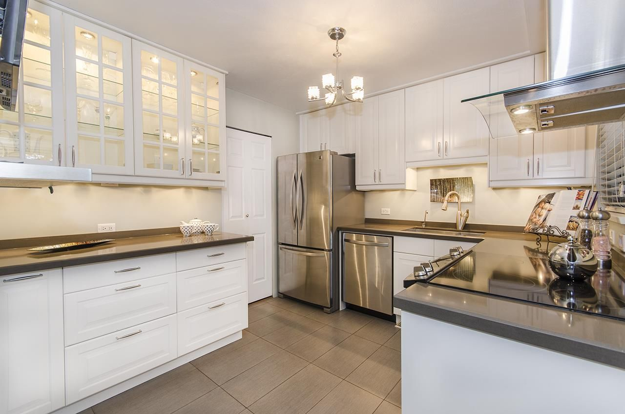 "Main Photo: 1237 PLATEAU Drive in North Vancouver: Pemberton Heights Condo for sale in ""Plateau Village"" : MLS®# R2224037"
