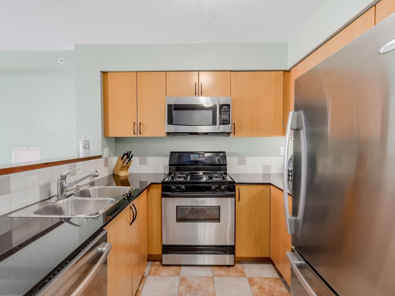"""Photo 4: Photos: 808 63 KEEFER Place in Vancouver: Downtown VW Condo for sale in """"Europa"""" (Vancouver West)  : MLS®# R2061272"""
