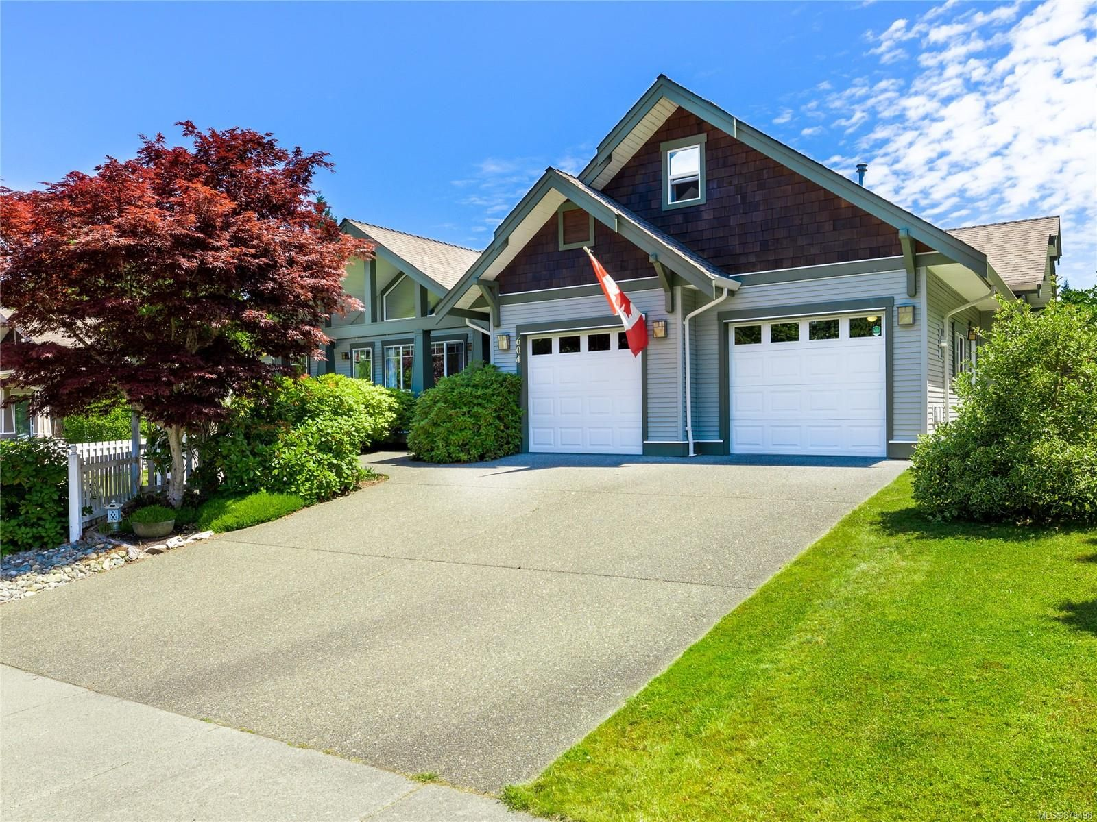 Main Photo: 604 LaCouvee Way in : PQ Qualicum Beach House for sale (Parksville/Qualicum)  : MLS®# 879498