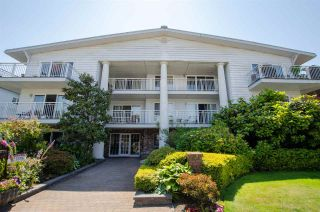 "Photo 2: 306 1066 W 13TH Avenue in Vancouver: Fairview VW Condo for sale in ""LANDMARK VILLA"" (Vancouver West)  : MLS®# R2421462"