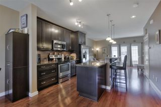 Photo 9: 1062 GAULT Boulevard in Edmonton: Zone 27 Townhouse for sale : MLS®# E4239444