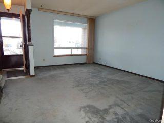 Photo 2: 371 Barker Boulevard in WINNIPEG: Charleswood Residential for sale (South Winnipeg)  : MLS®# 1506087