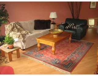 "Photo 2: 587 OCEANVIEW Drive in Gibsons: Gibsons & Area House for sale in ""WOODCREEK PARK"" (Sunshine Coast)  : MLS®# V645996"