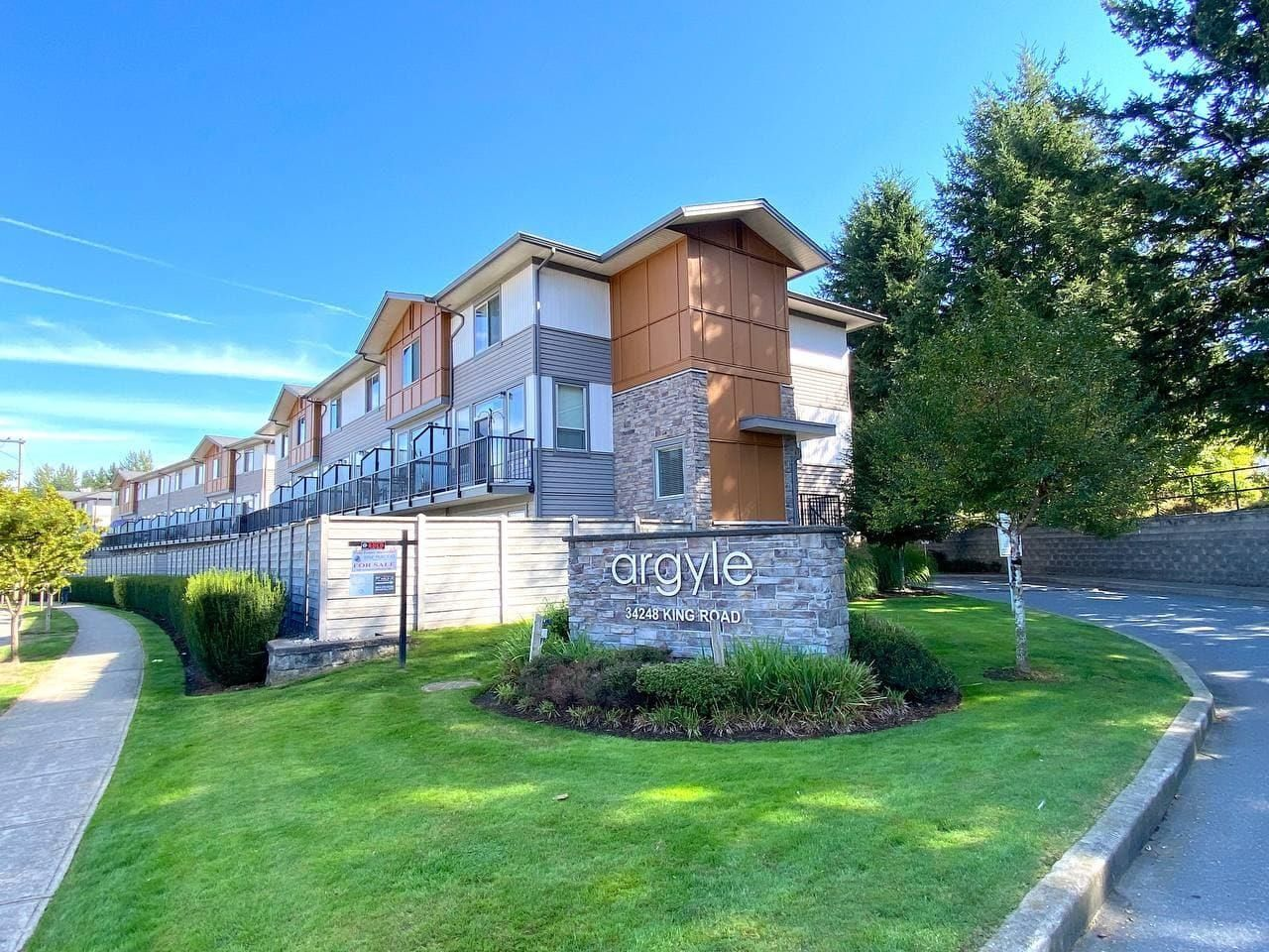 Main Photo: 65 34248 KING Road in Abbotsford: Poplar Townhouse for sale : MLS®# R2620723