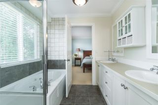 Photo 13: 2236 MADRONA Place in Surrey: King George Corridor House for sale (South Surrey White Rock)  : MLS®# R2382788