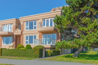 Photo 3: 111 75 Songhees Rd in : VW Songhees Row/Townhouse for sale (Victoria West)  : MLS®# 854182