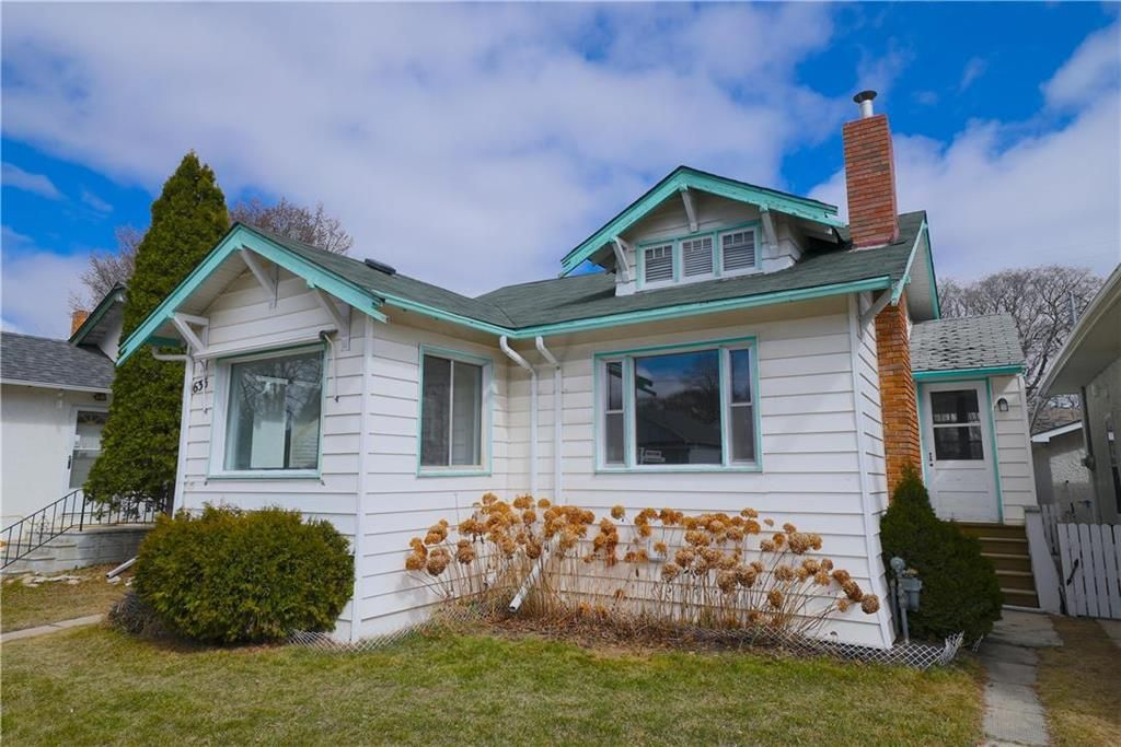 Main Photo: 635 Valour Road in Winnipeg: West End Residential for sale (5C)  : MLS®# 202108461