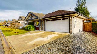 Photo 1: 5709 CASCADE Crescent in Sechelt: Sechelt District House for sale (Sunshine Coast)  : MLS®# R2520079