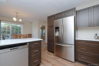 Photo 3: 24 Eagle Lane in VICTORIA: VR Glentana Manufactured Home for sale (View Royal)  : MLS®# 775804