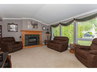 "Photo 3: 3747 SANDY HILL Crescent in Abbotsford: Abbotsford East House for sale in ""Sandy Hill"" : MLS®# R2174274"