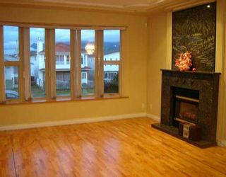 Photo 2: 4486 TRIUMPH ST in Burnaby: Vancouver Heights House for sale (Burnaby North)  : MLS®# V569867