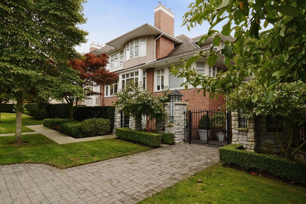 """Main Photo: 210 3088 W 41ST Avenue in Vancouver: Kerrisdale Condo for sale in """"LANESBOROUGH"""" (Vancouver West)  : MLS®# V1048827"""