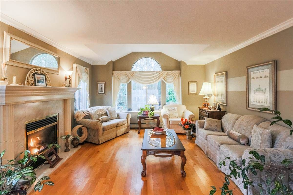 Photo 2: Photos: 14038 84 Avenue in Surrey: Bear Creek Green Timbers House for sale : MLS®# R2214208