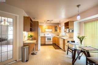 Photo 16: 1204 Politano Pl in VICTORIA: SW Strawberry Vale House for sale (Saanich West)  : MLS®# 822963