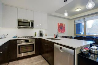 Photo 3: 218 305 18 Avenue SW in Calgary: Mission Apartment for sale : MLS®# A1059697