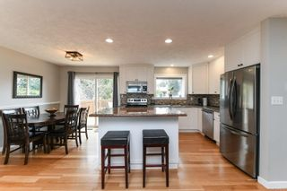 Photo 3: 582 Salish St in : CV Comox (Town of) House for sale (Comox Valley)  : MLS®# 872435
