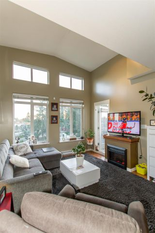 Photo 4: 421 12350 Harris Road in Pitt Meadows: Mid Meadows Condo for sale : MLS®# R2438506