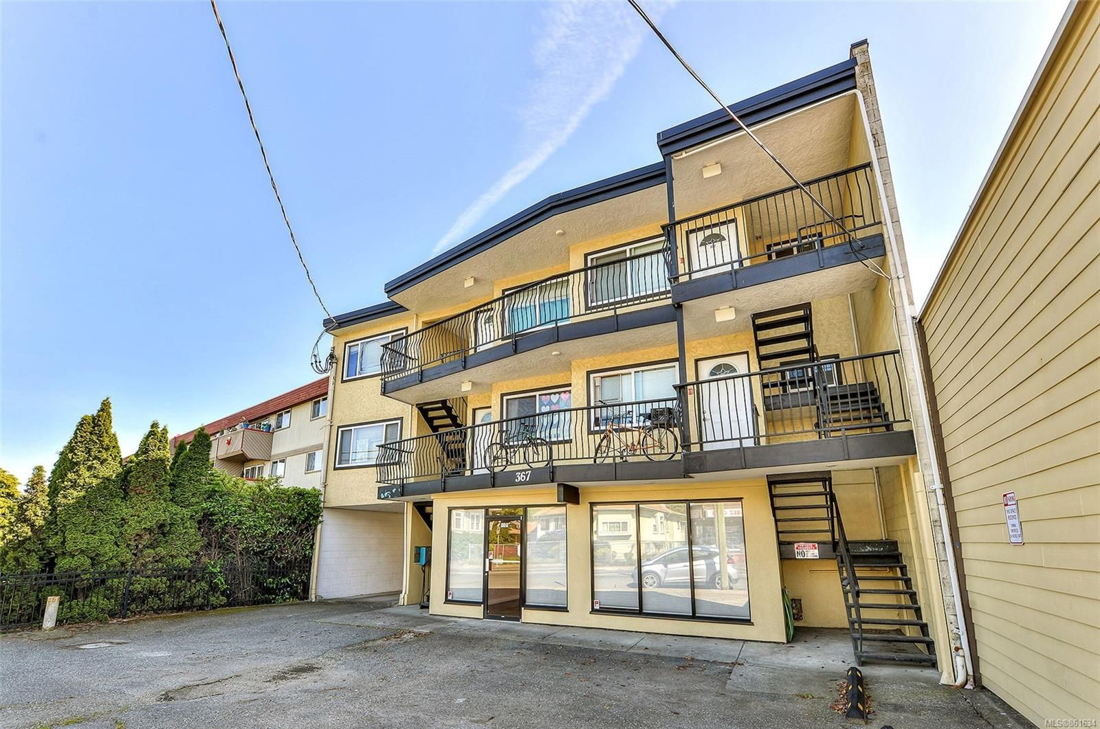 Photo 3: Photos: 367 E Burnside Rd in : Vi Burnside Quadruplex for sale (Victoria)  : MLS®# 861634