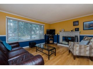 Photo 3: 2457 LILAC Crescent in Abbotsford: Abbotsford West House for sale : MLS®# R2333747