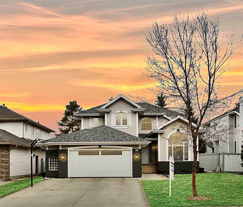 FEATURED LISTING: 10 L'Hirondelle Court St. Albert
